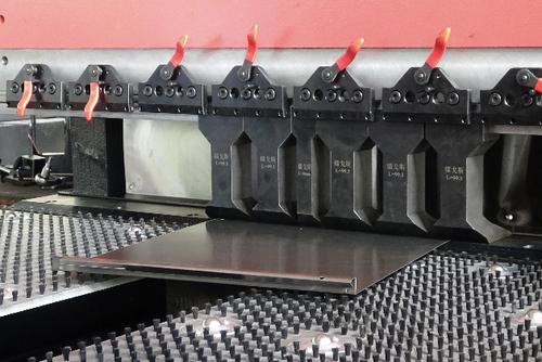 Автоматический станок для производства фасадных кассет